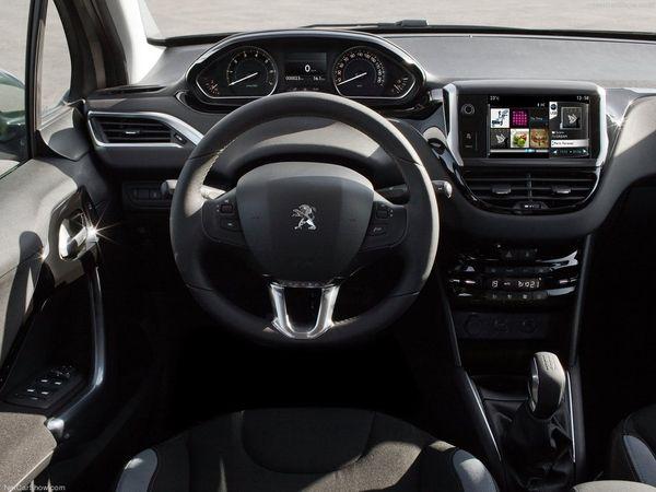 Peugeot 208 - interiér
